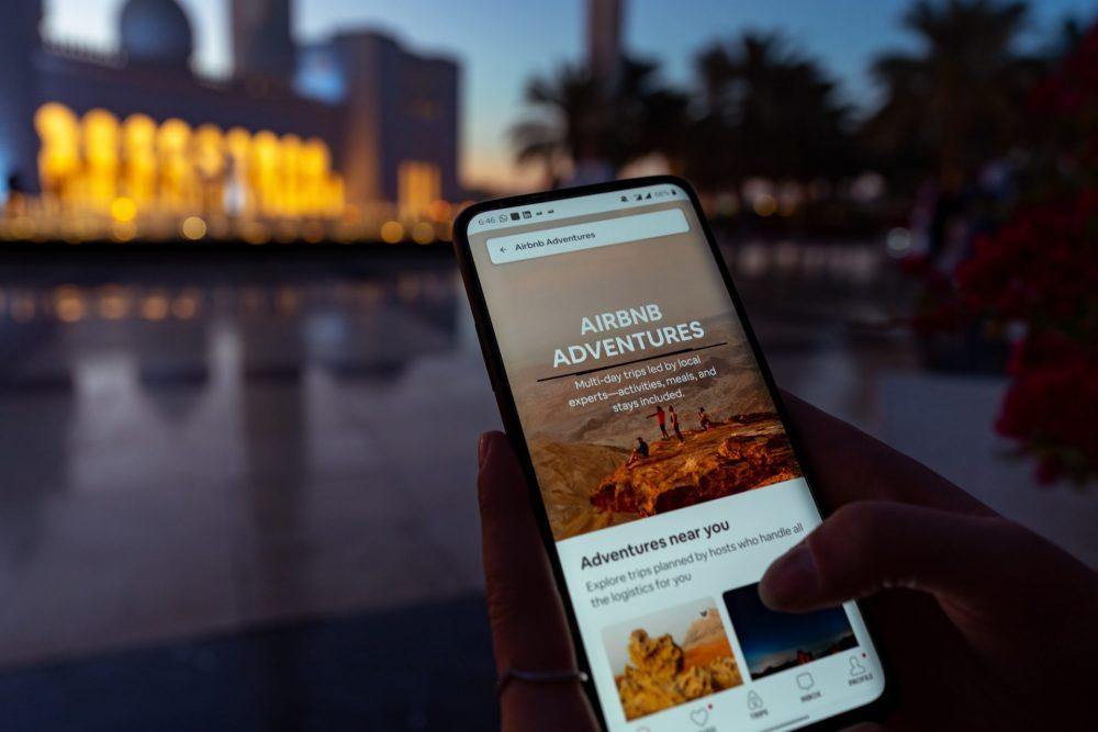 Airbnb permette di prenotare tramite app