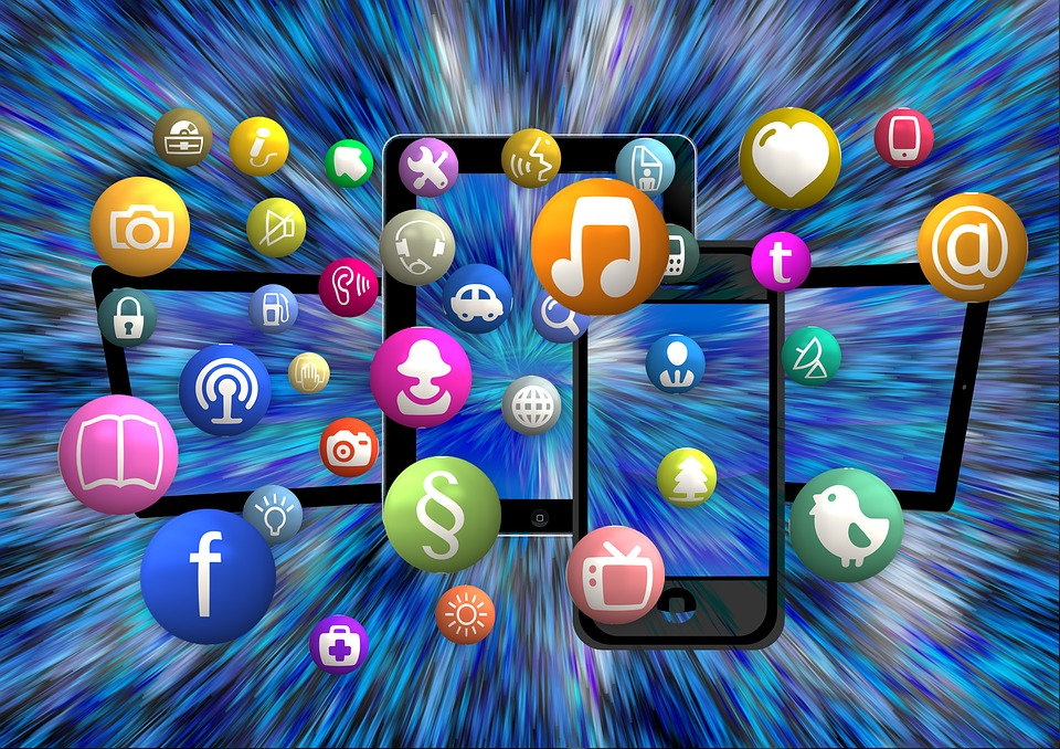 creare start up, l'uso dei social media è molto importante per il successo